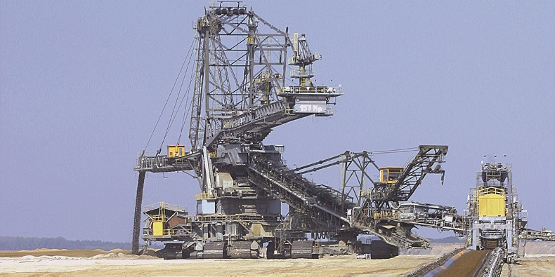 Conveyor belt and crane in bulk material handling